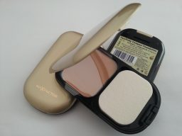 3X MAX FACTOR FACEFINITY COMPACT FOUNDATION - 03 NATURAL